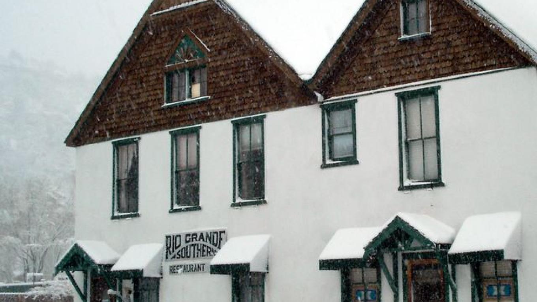 Rio Grande Southern Hotel B&B & Restaurant in the snow – Susi S.