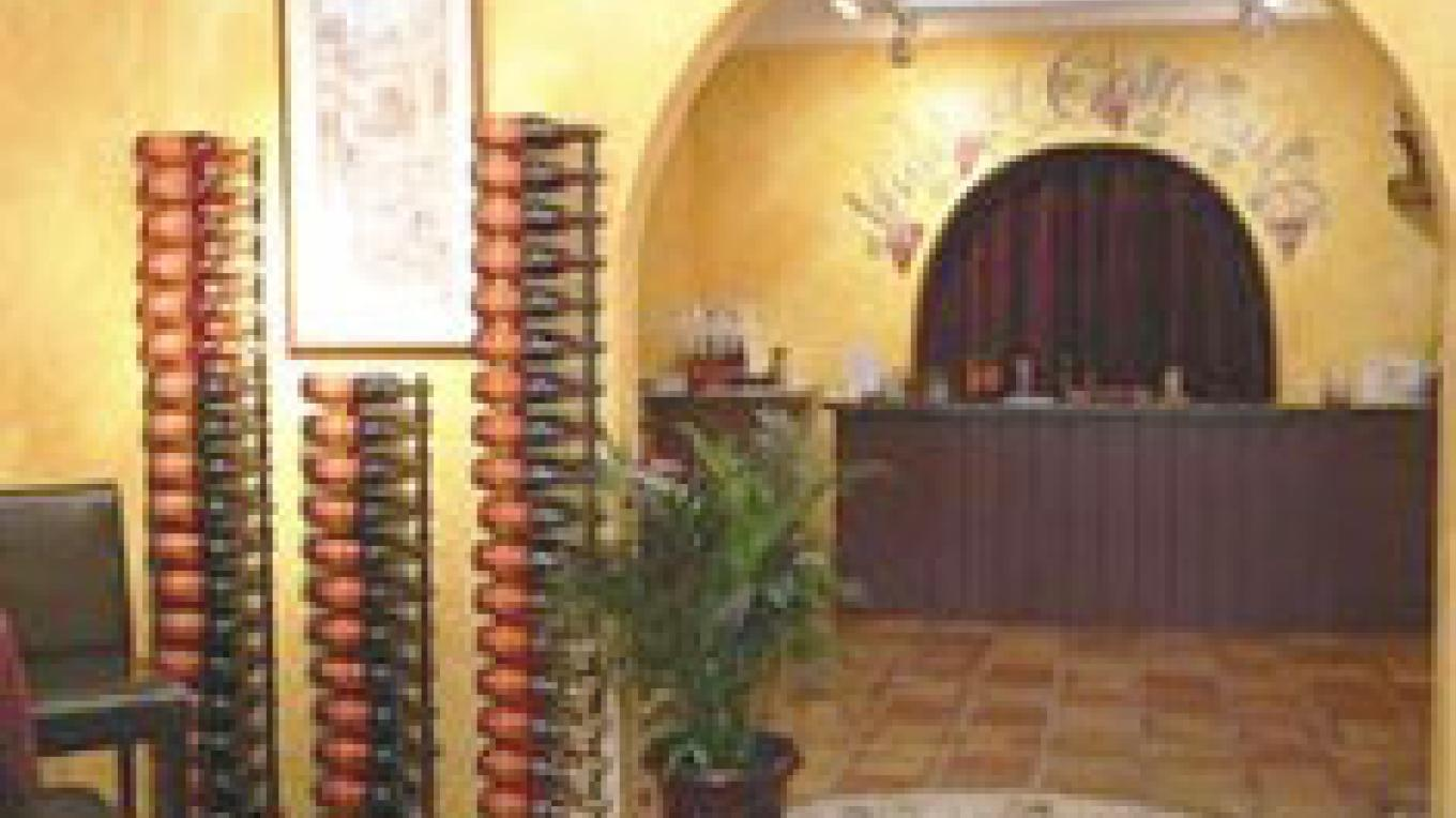 Warm and comfortable atmosphere reminiscent of Tuscany.
