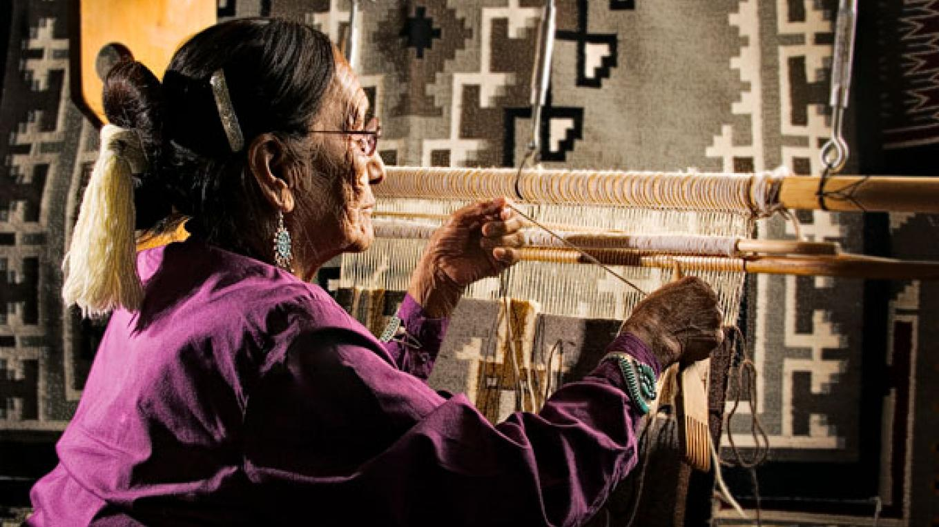Native American artisan demonstrates at MVNP retail location – Christopher Marona for ARAMARK