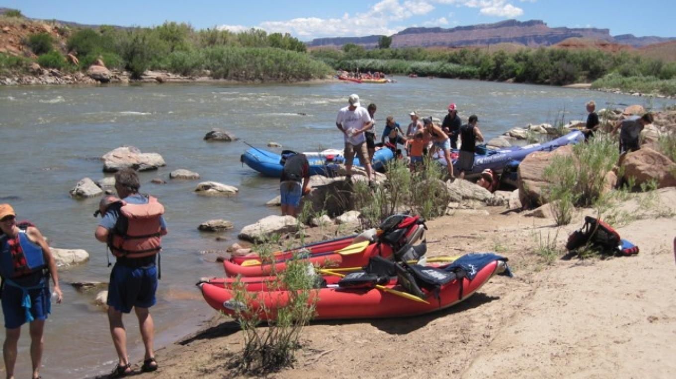Rafting along the Colorado, a really fun day trip adventure in Moab – Rebecca Brunk