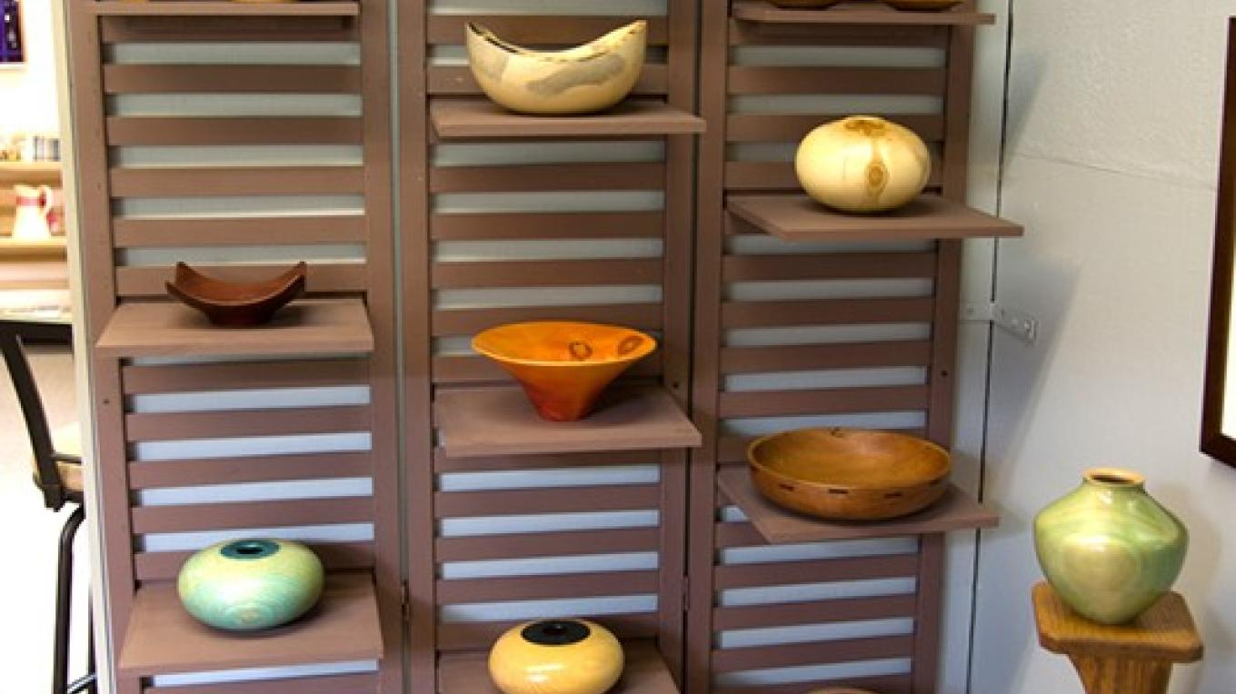 Bob's hand-turned wooden bowls – Theodore Greer