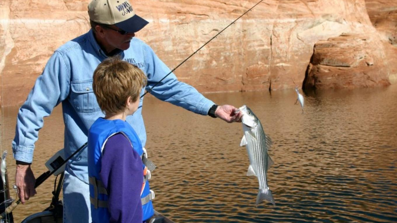 Family fun fishing for stripers on Lake Powell. – Aramark