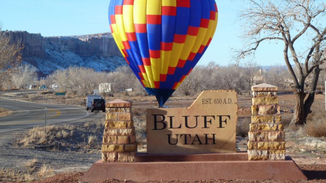 Pilot Brian Hill rests his balloon down behind the Bluff City sign. – Craig Simpson
