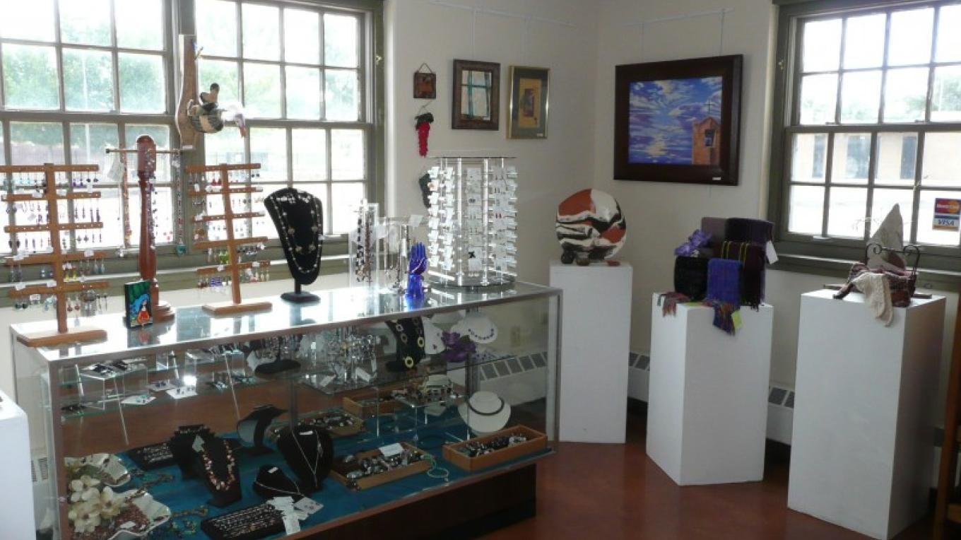 NNMRAC Consignment Gift Shop – Neil C. Trager
