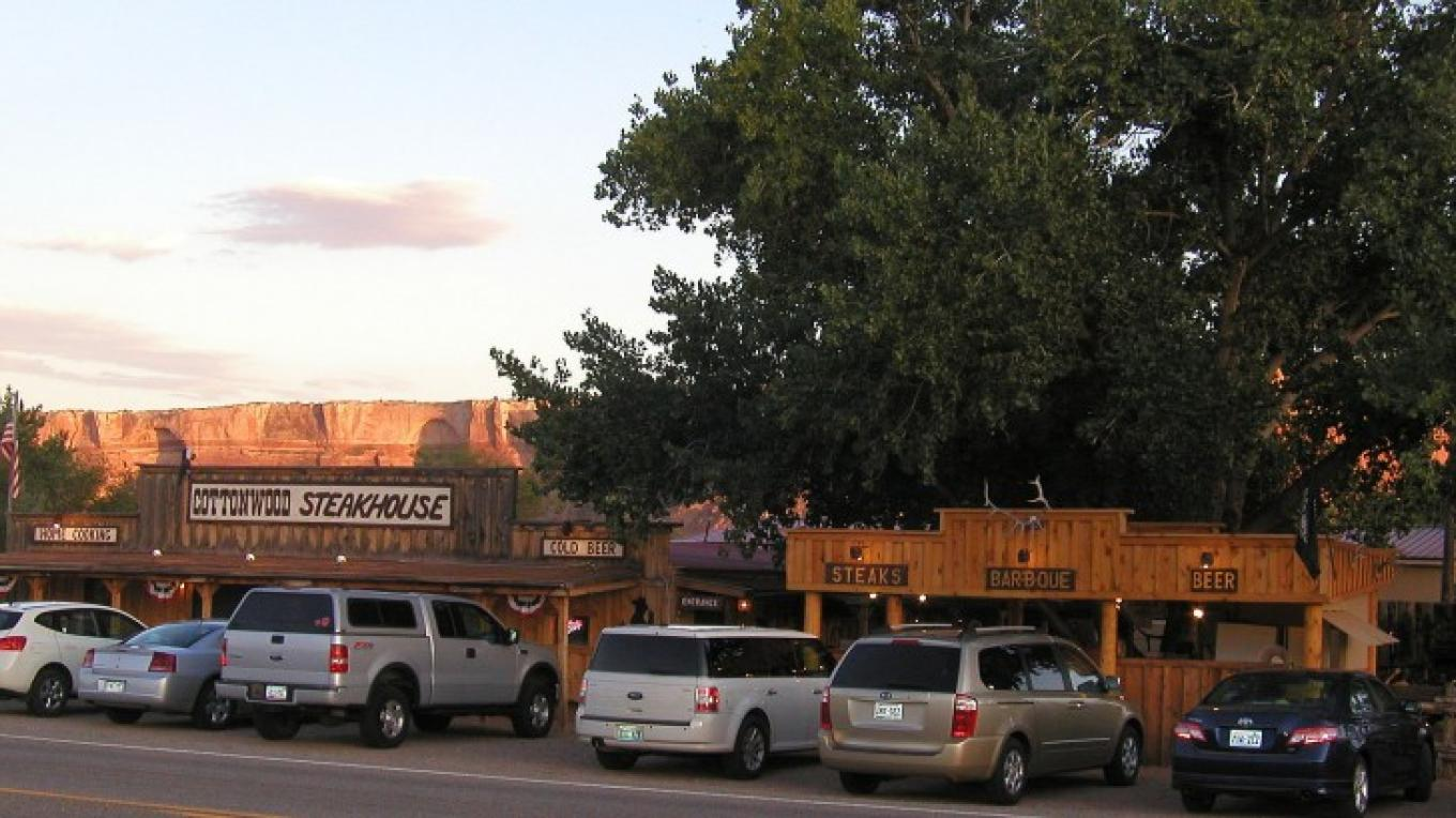 Cottonwood Steakhouse with bluffs in background on a busy night. – Diana Davidson
