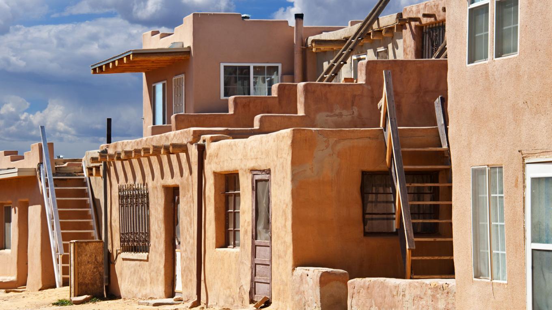 Adobe Home in Acoma Pueblo – ivanastar / istockphoto.com