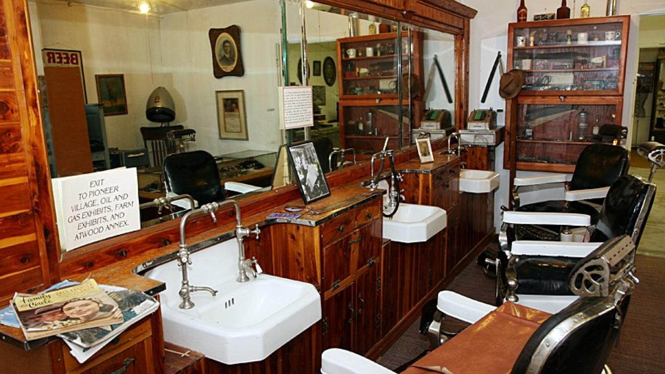 Recreated Main Barber Shop – Dale W Anderson