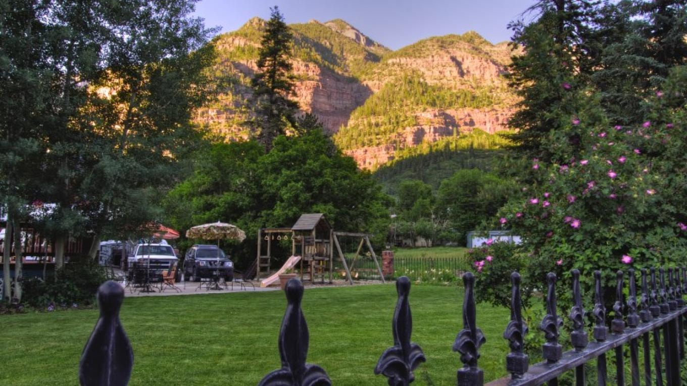 Front line looking east – Ouray Victorian Inn