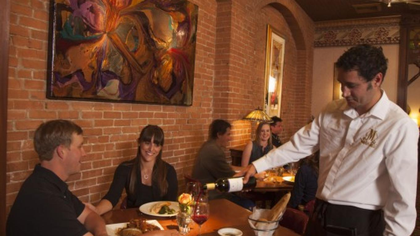 Fine dining at the award-winning Mahogany Grille. – ImageSmith Photography