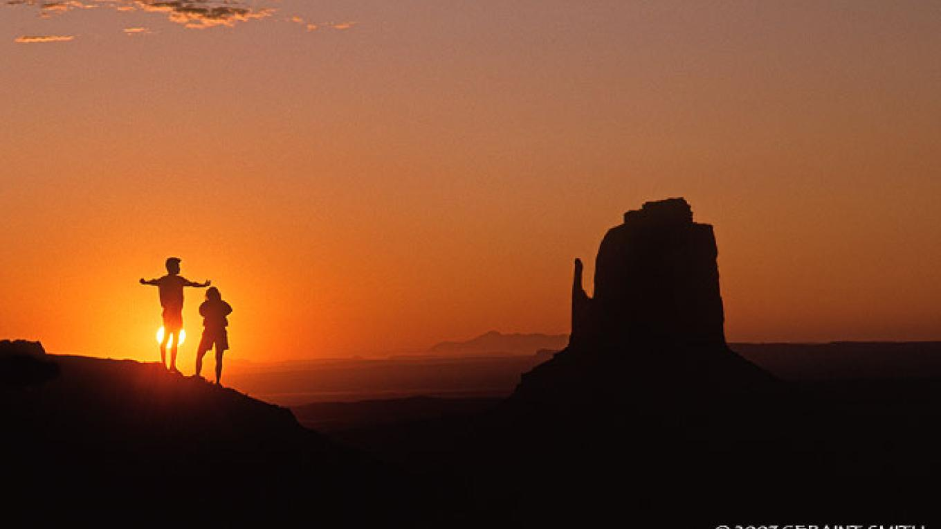 Sunrise in Monument Valley – Copyright © 2007 Geraint Smith
