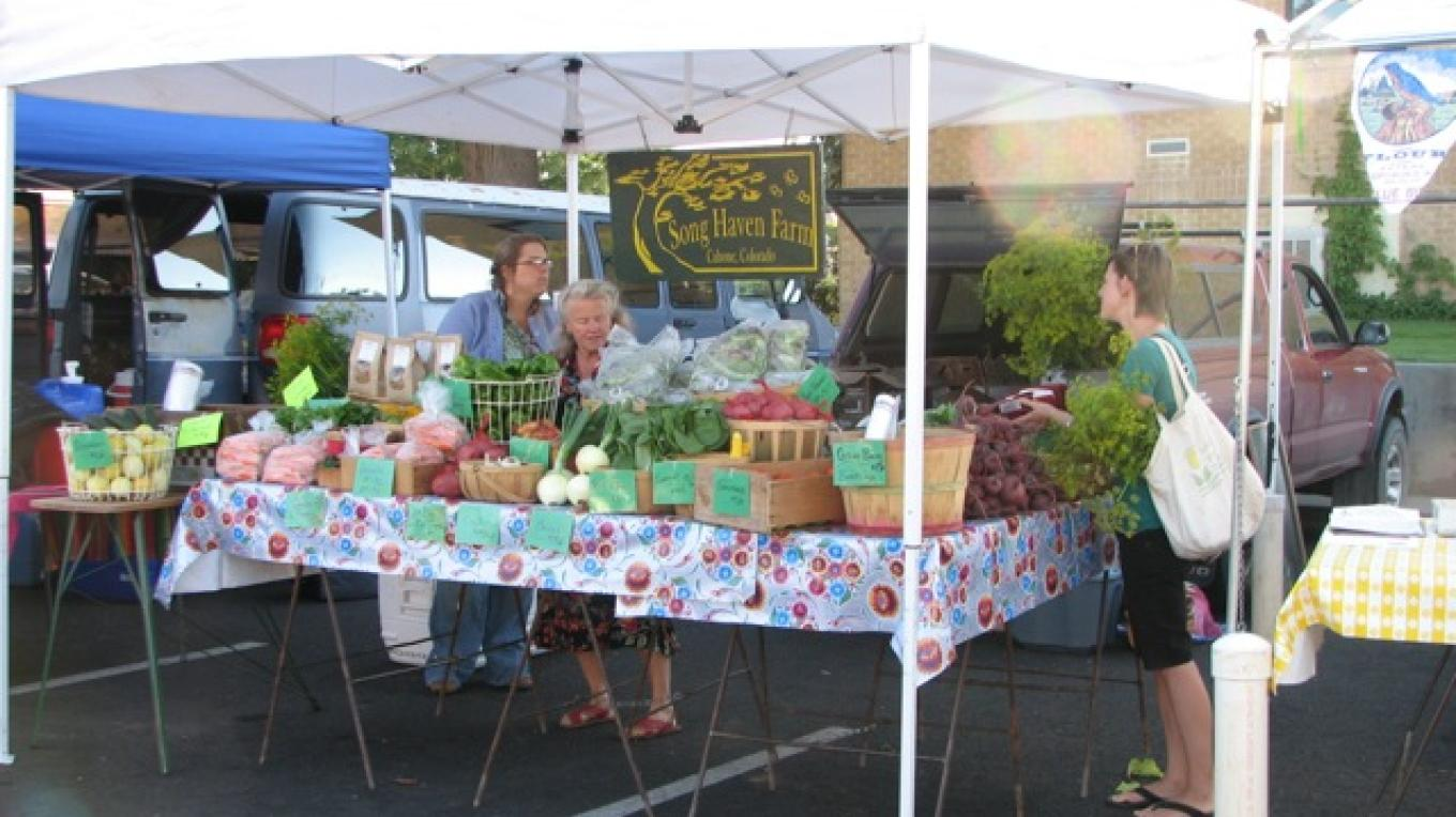 Cortez Farmer's market, a great place to visit on Saturdays for frexh produce and music – Rebecca Brunk