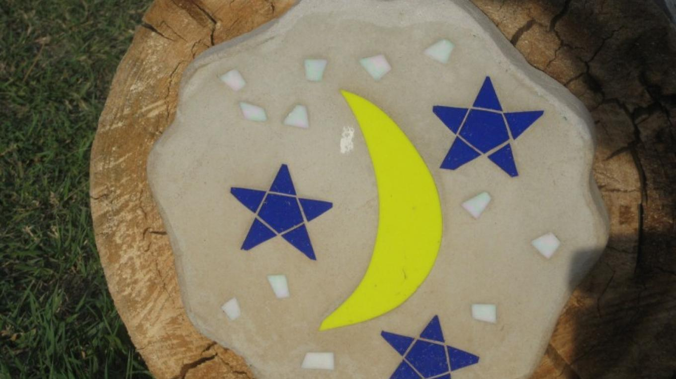 Moon and stars stepping stone – Jolt