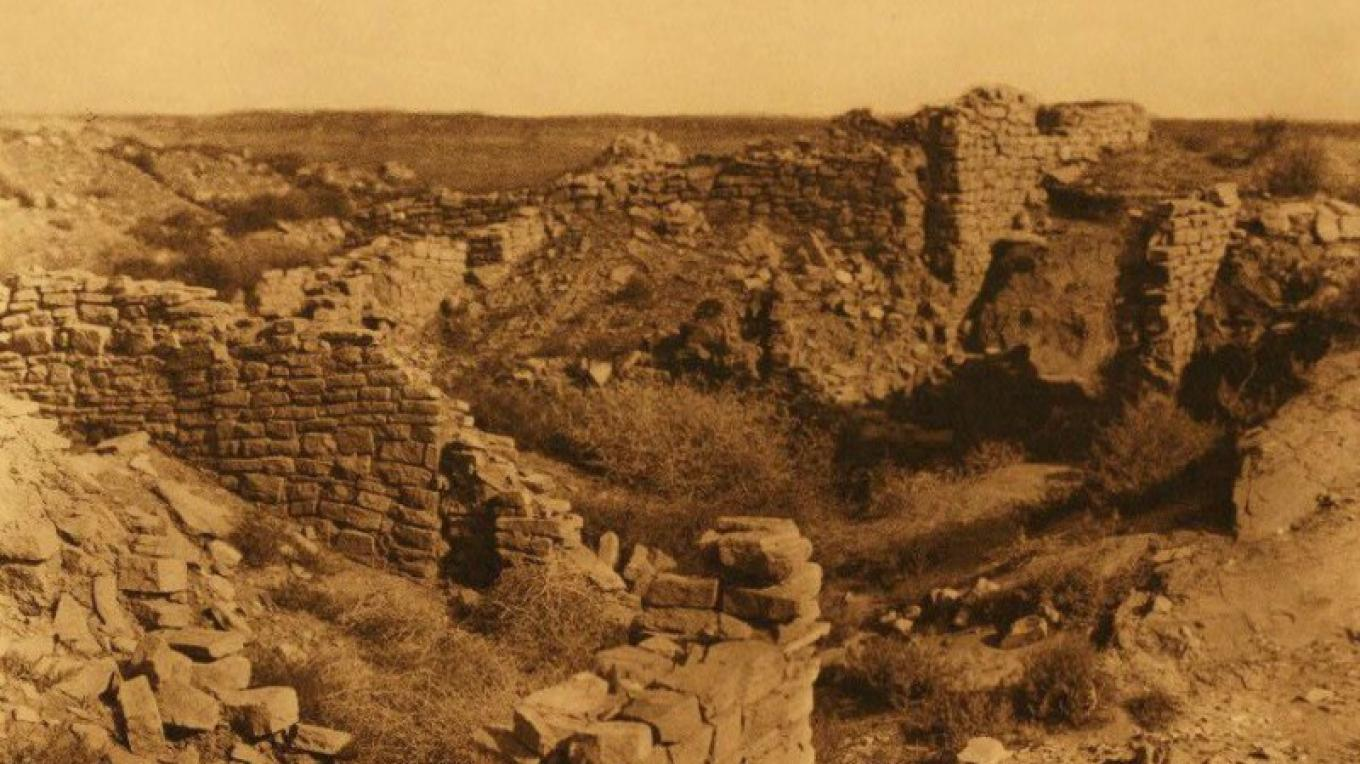 Hawikku ruins ca. 1903-4. Some years prior to excavation. – Edward Curtis