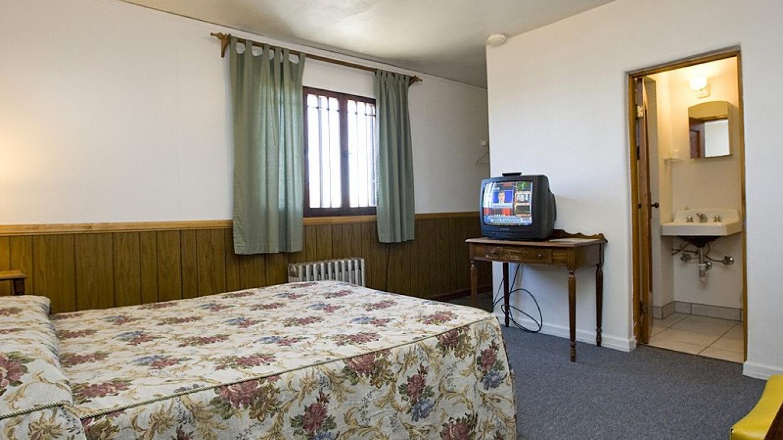 Guest Room 209 – Roger Hogan