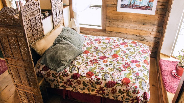 Garden Cottage Queen Bed – katknip