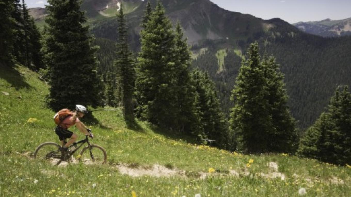 Biking near Durango, Colorado in the San Juan Mountains – amygdala_imagery / istockphoto.com