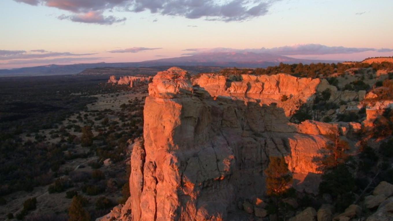 The sun sets at Sandstone Bluffs. – Dan Fagergren
