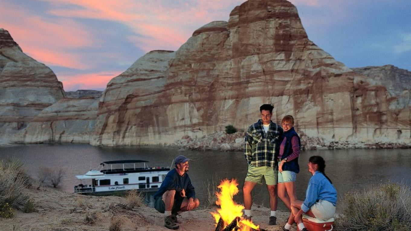 Enjoying an evening on the shore of Lake Powell. – Aramark
