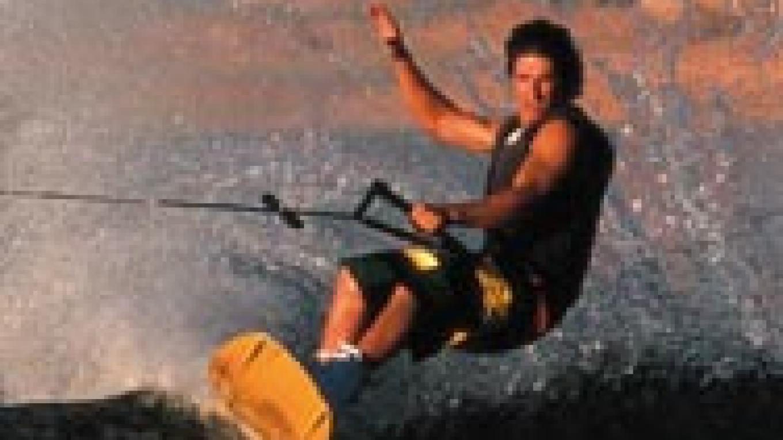 Skiing the azure water of Lake Powell. – Aramark