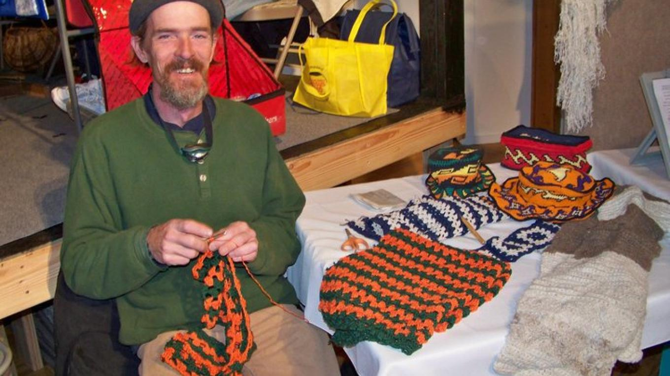 A member of the El Morro Traditional Crafters demonstrates his fiber arts craft. – J. Rossignol