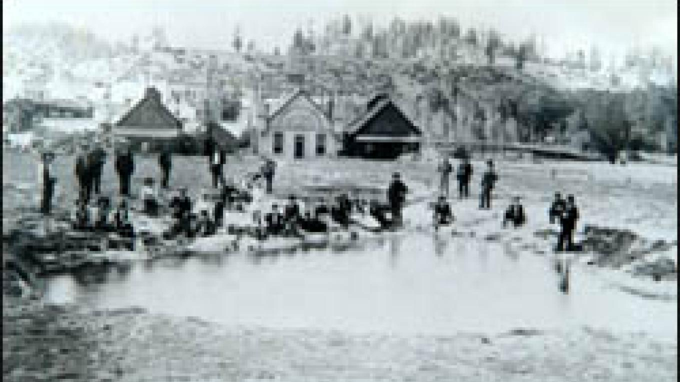 Early pictures of bathers soaking at The Great Pagosa Hot Spring. – The Springs Resort