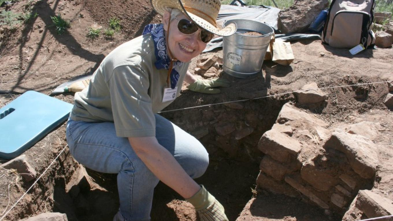 A Crow Canyon Archaeology Research Program participant excavates at a site near Crow Canyon. – Crow Canyon Archaeological Center
