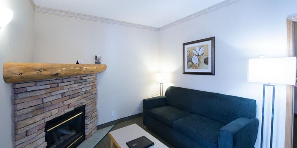 Deluxe one bedroom suite - living room