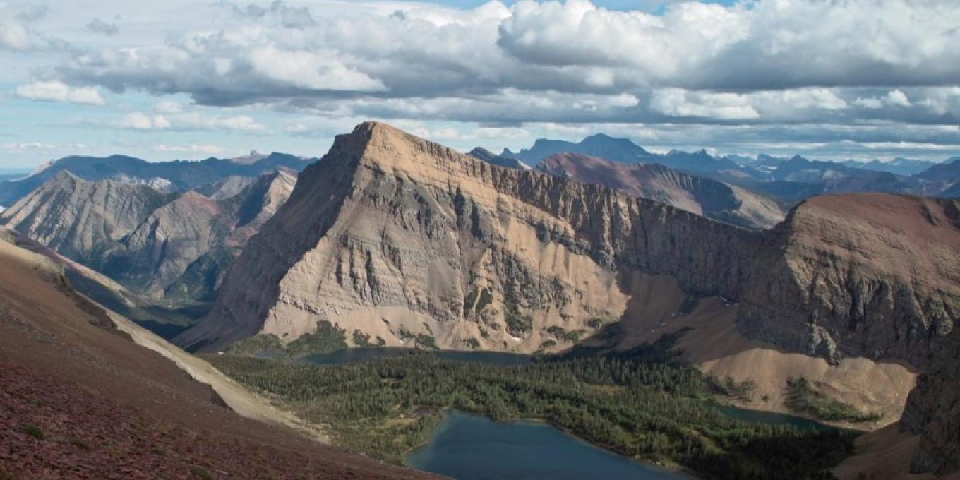 Mount Lineham and the Lineham Lakes in Waterton Lakes National Park. – © steve / www.flickr.com/photos/albertascrambler