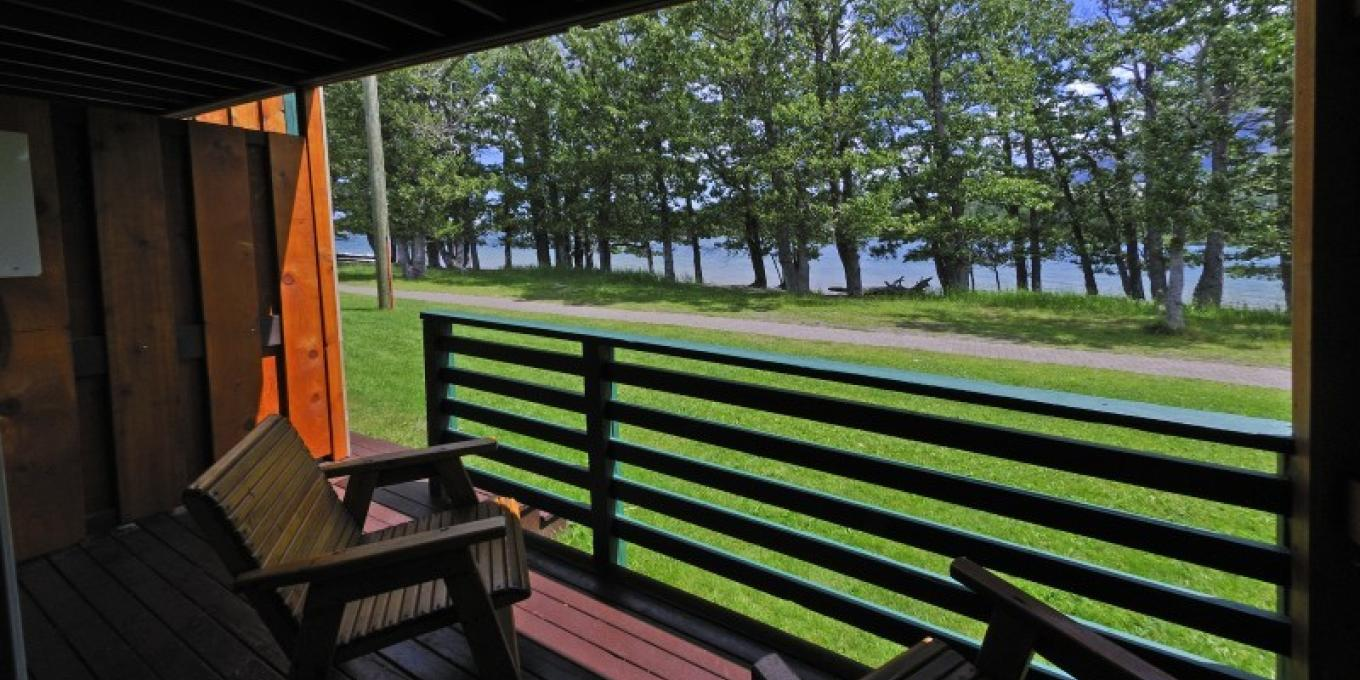 Bayshore Inn rooms are right on Waterton Lake