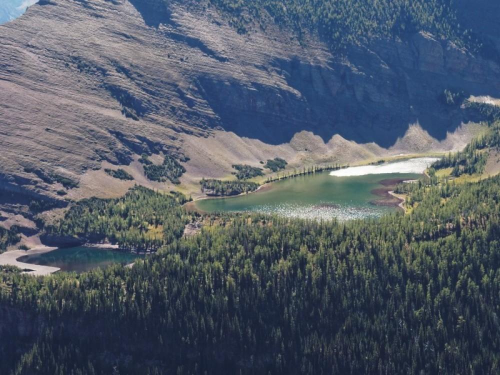 Upper Rowe Lakes in Waterton Lakes National Park. – © steve / www.flickr.com/photos/albertascrambler