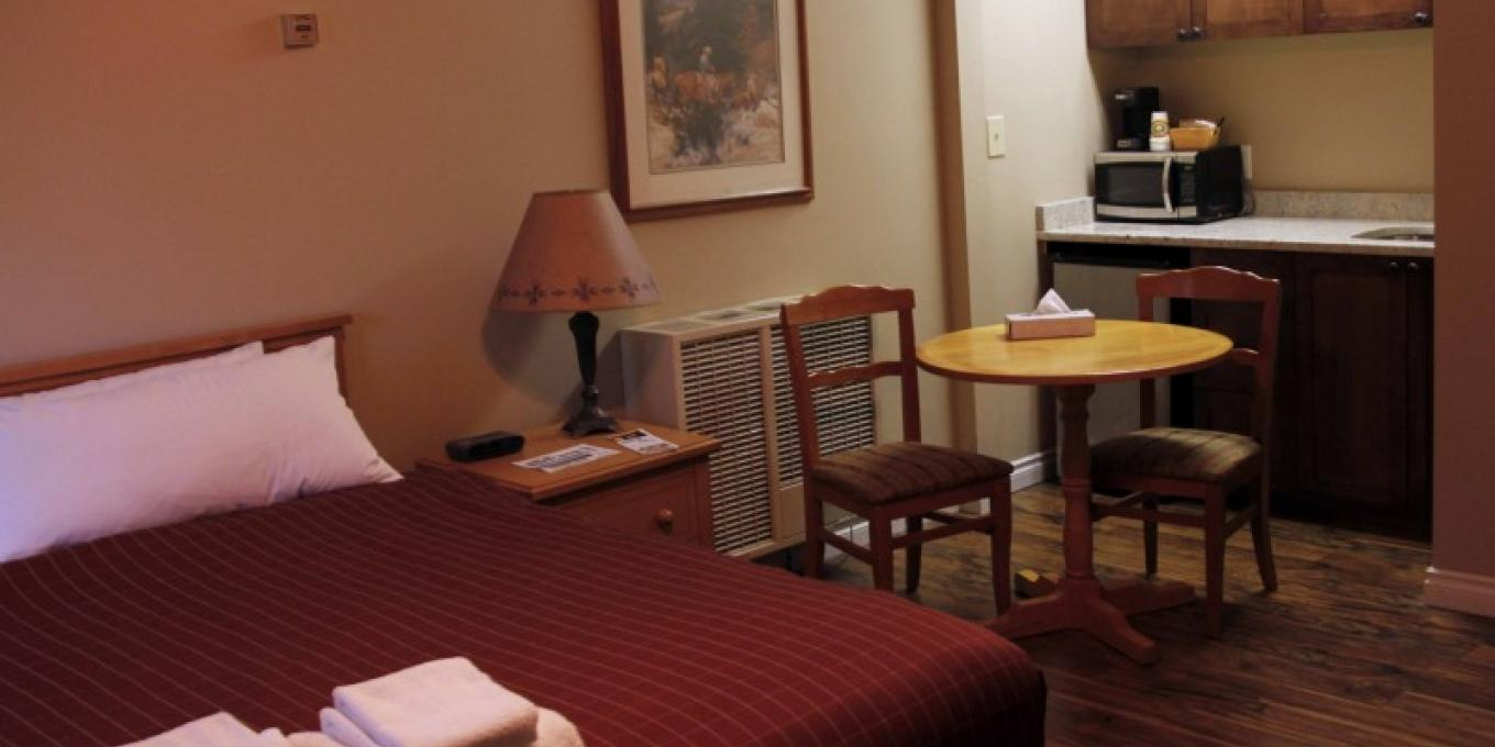 Cabin king suite with a king bed and kitchen convenience area.