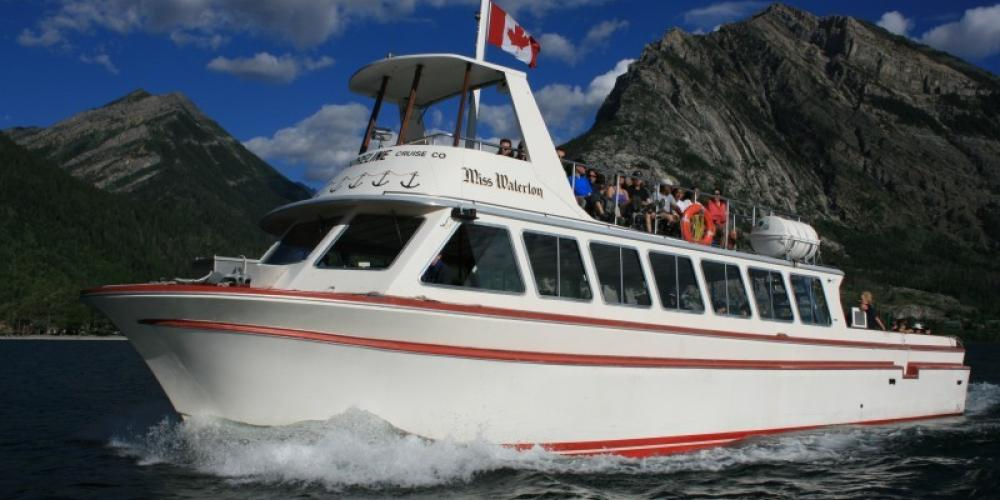 Tour Boat Miss Waterton – Keith Robinson