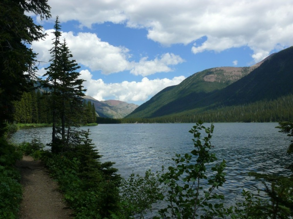 Cameron Lakeshore Trail  in Waterton Lakes National Park. – © ccarlstead / www.flickr.com/photos/cristic