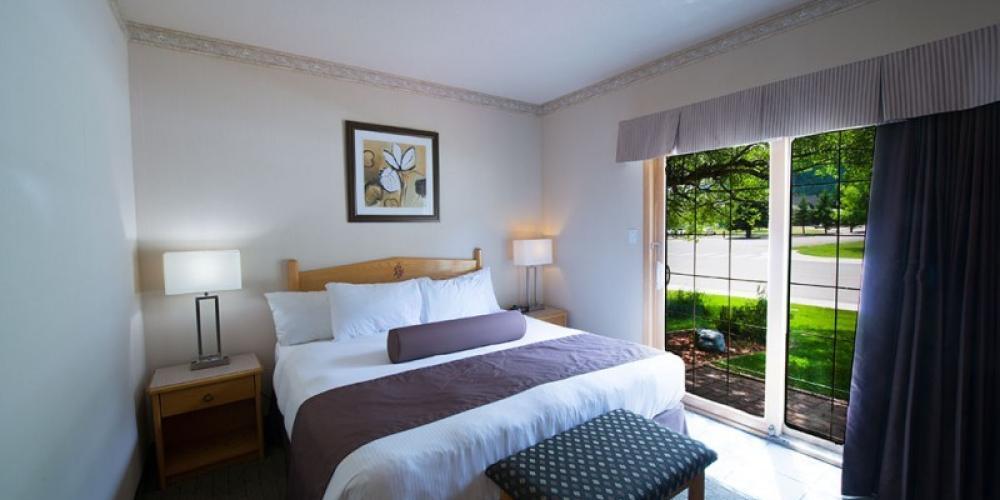 Deluxe one bedroom suite - bedroom