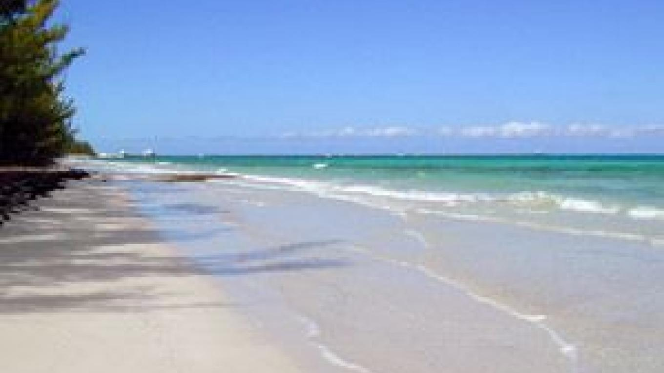 Beautiful Somerset Beach – Bahamas Ministry of Tourism