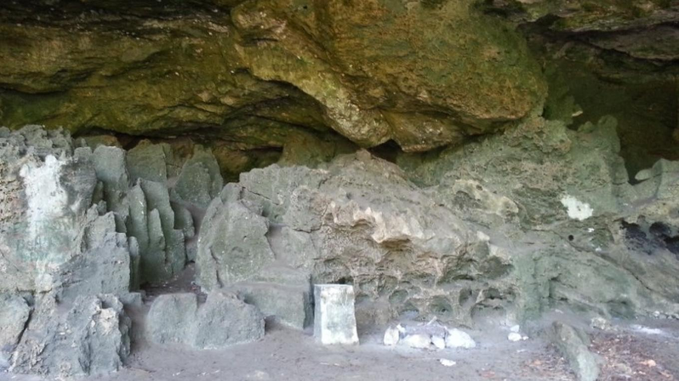 View of limestone rocks inside Preacher's Cave. – Bahamas Ministry of Tourism