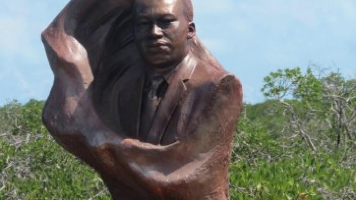 Bust of Martin Luther King at the Mangroves Bimini – Bimini Tourist Office