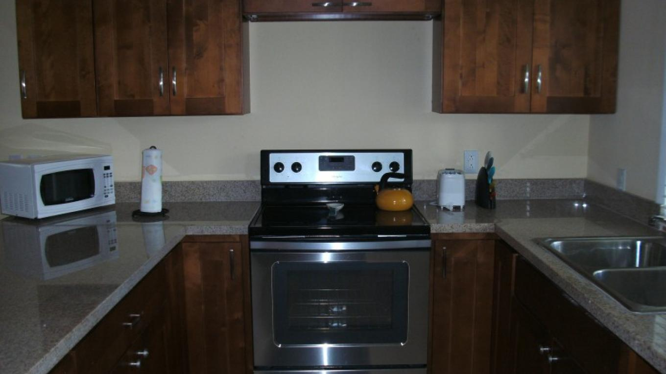 Captain Butterfly Suite Kitchen (2 bed/2 bath) – Arlene Clarke