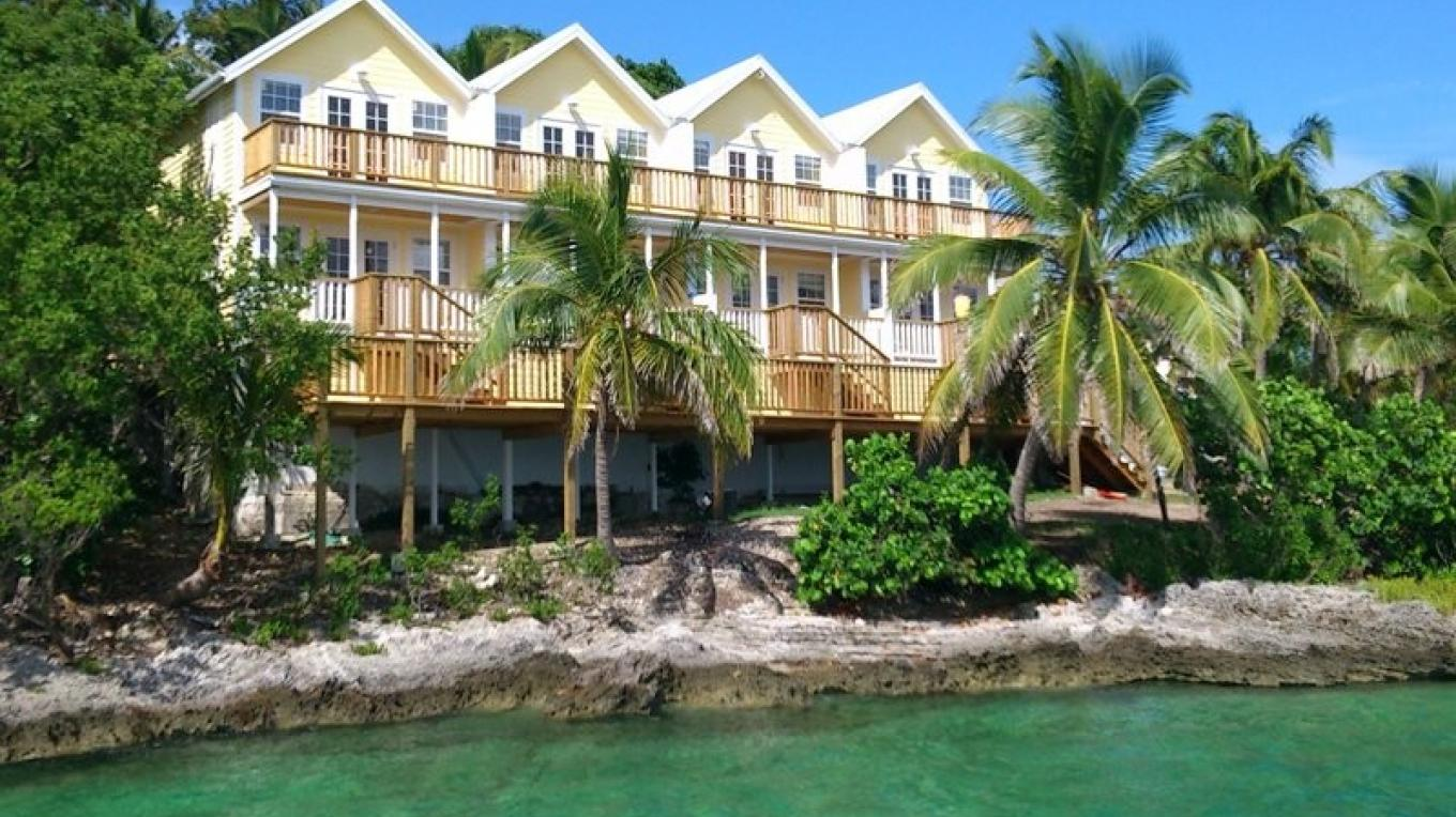 The Waterfront Suites – Bluff House Resort & Marina