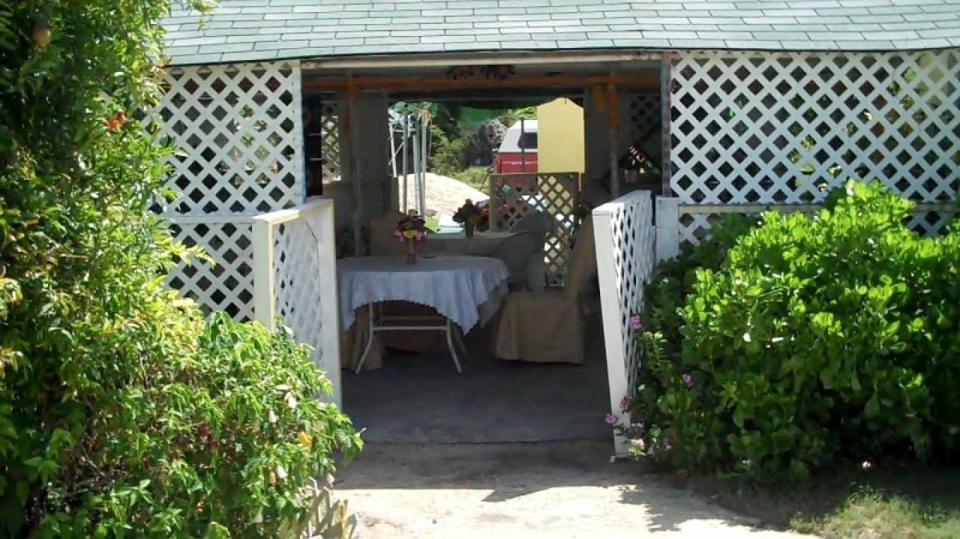 Entrance to Dining area at Big 'O' & Angie's Place – Bahamas Ministry of Tourism