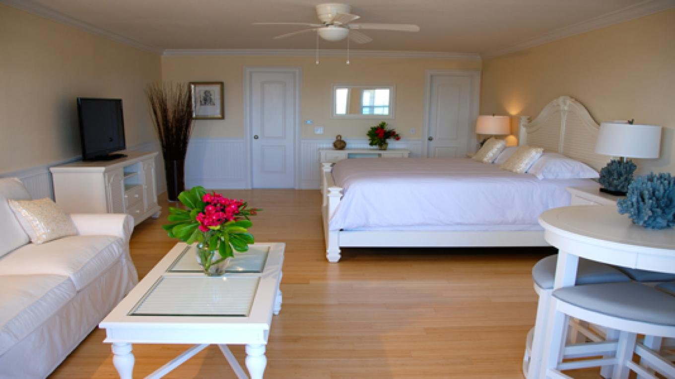 A Luxury Lower Level Suite – Bluff House Resort & Marina