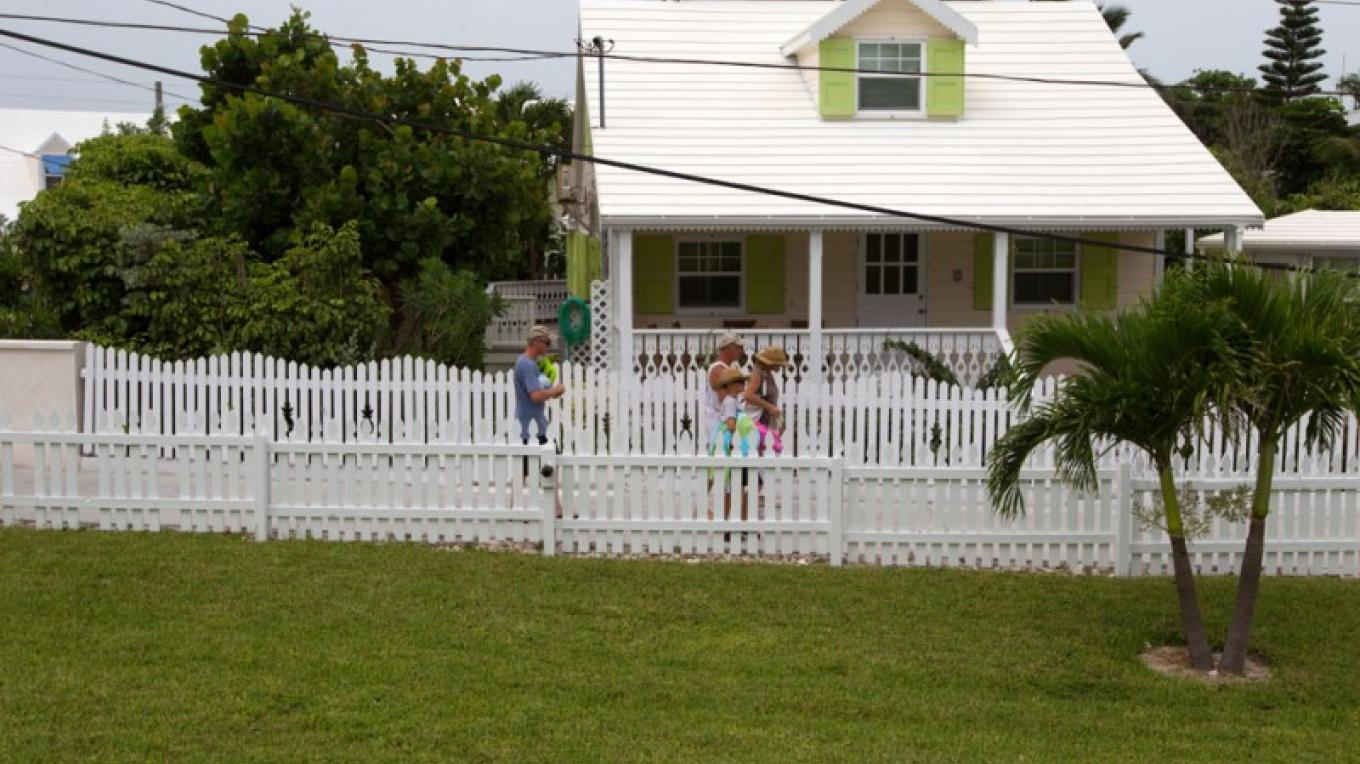 Loyalist house with picket fence – Bahamas Ministry of Tourism