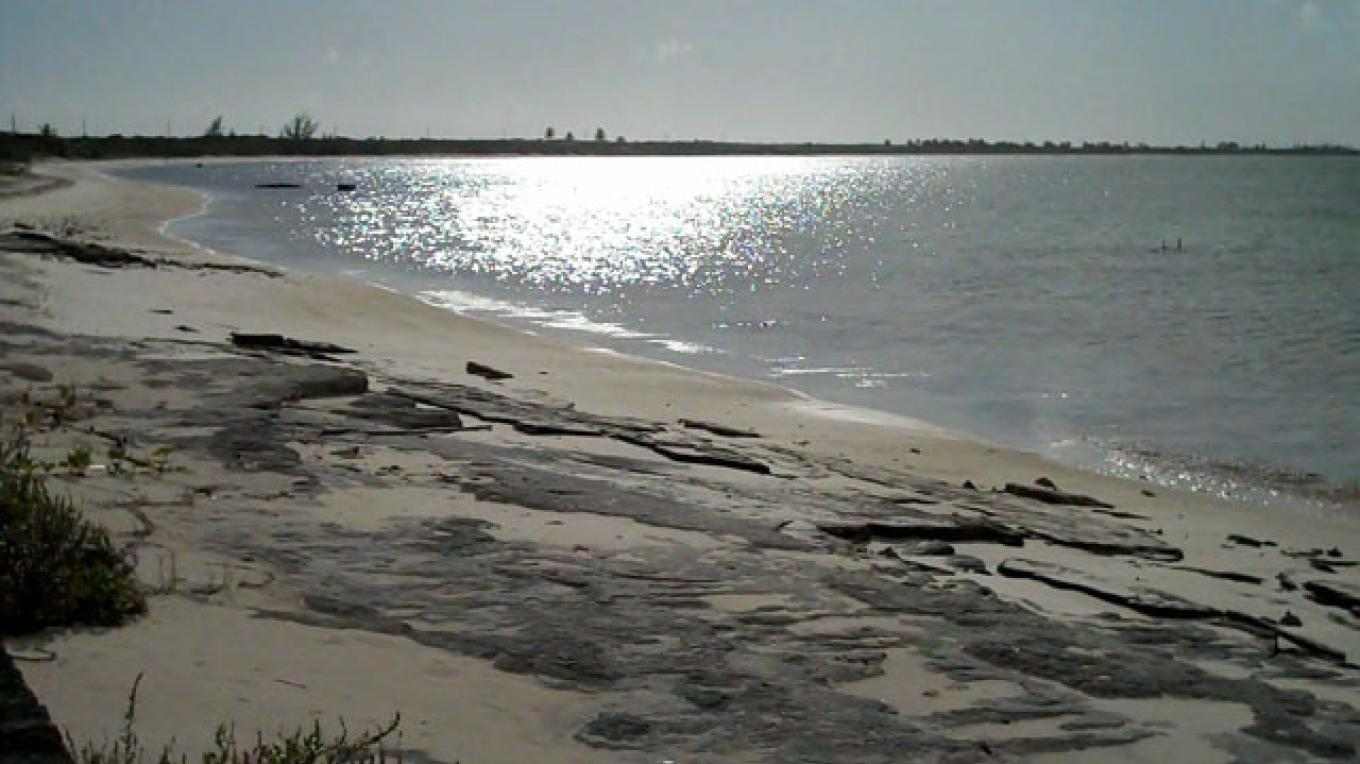 Pirate's Well Beach with the Sun Shining – Bahamas Ministry of Tourism