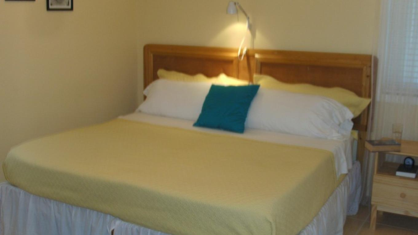 Bedroom - Sunflower Suite (1 bedroom/1 bath) – Arlene Clarke