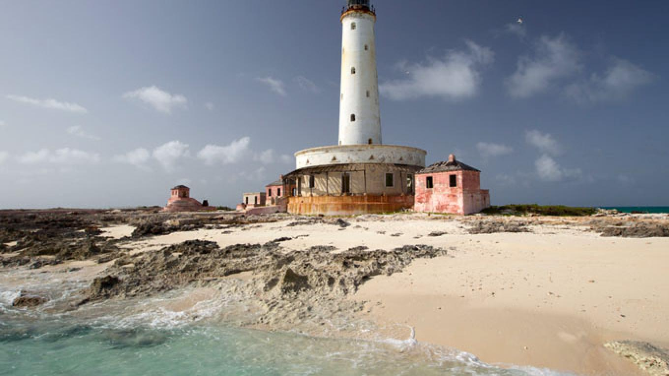 The beach and lighthouse at Bird Rock Cay, off Crooked Island. – Bahamas Ministry of Tourism