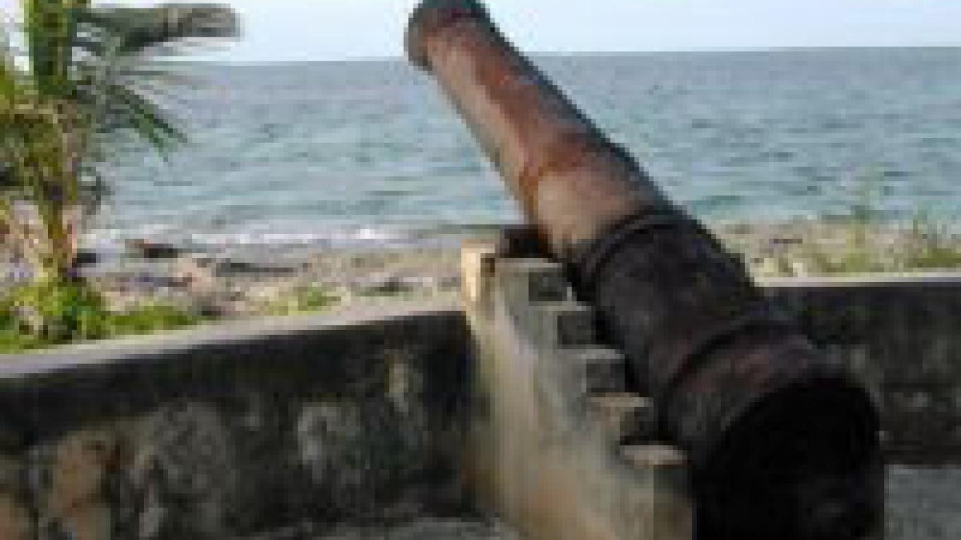 Cannon at Andros Lighthouse – Andros Lighthouse Yacht Club.
