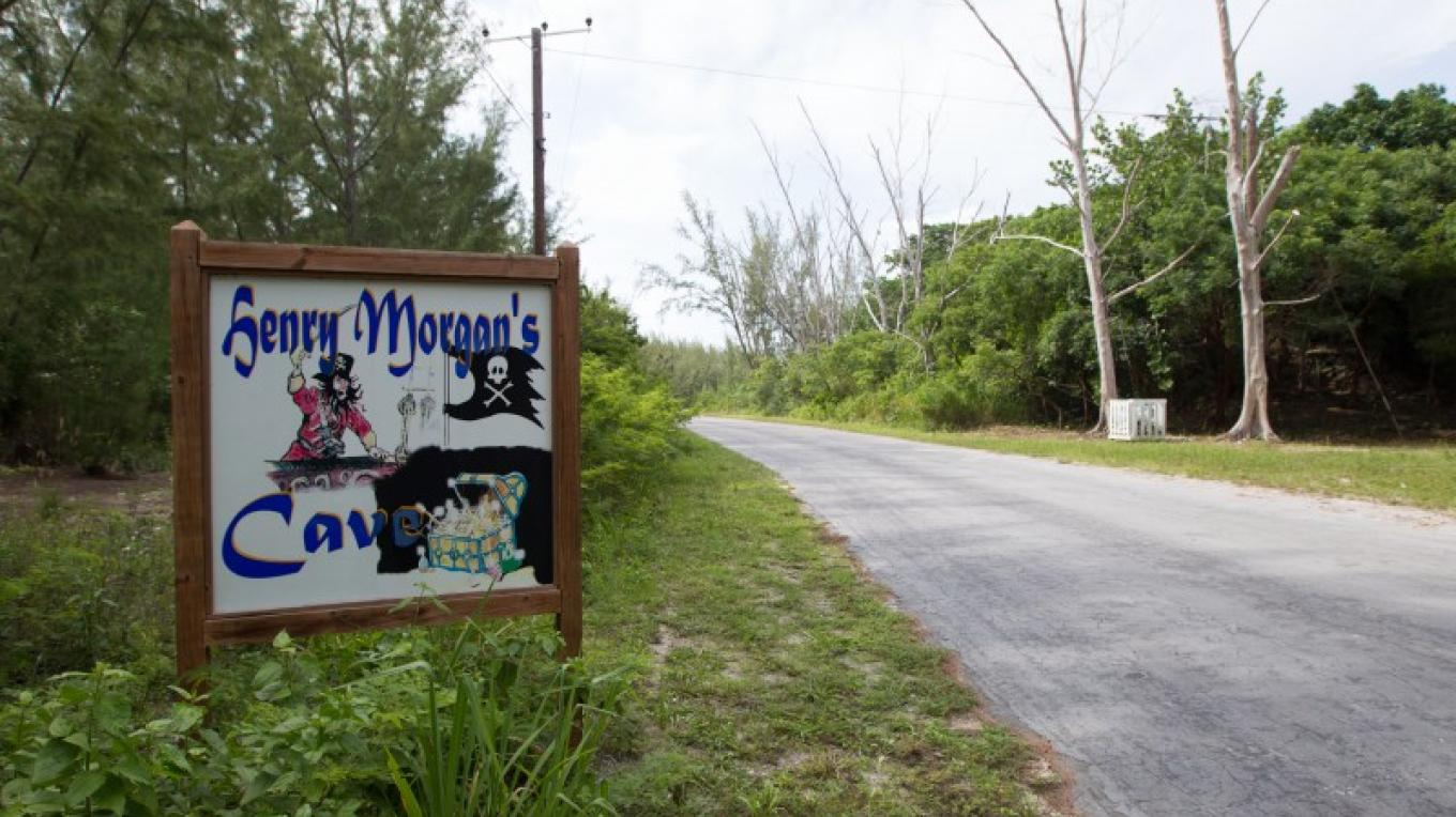 Sign leading to Henry Morgan's Cave – Bahamas Ministry of Tourism