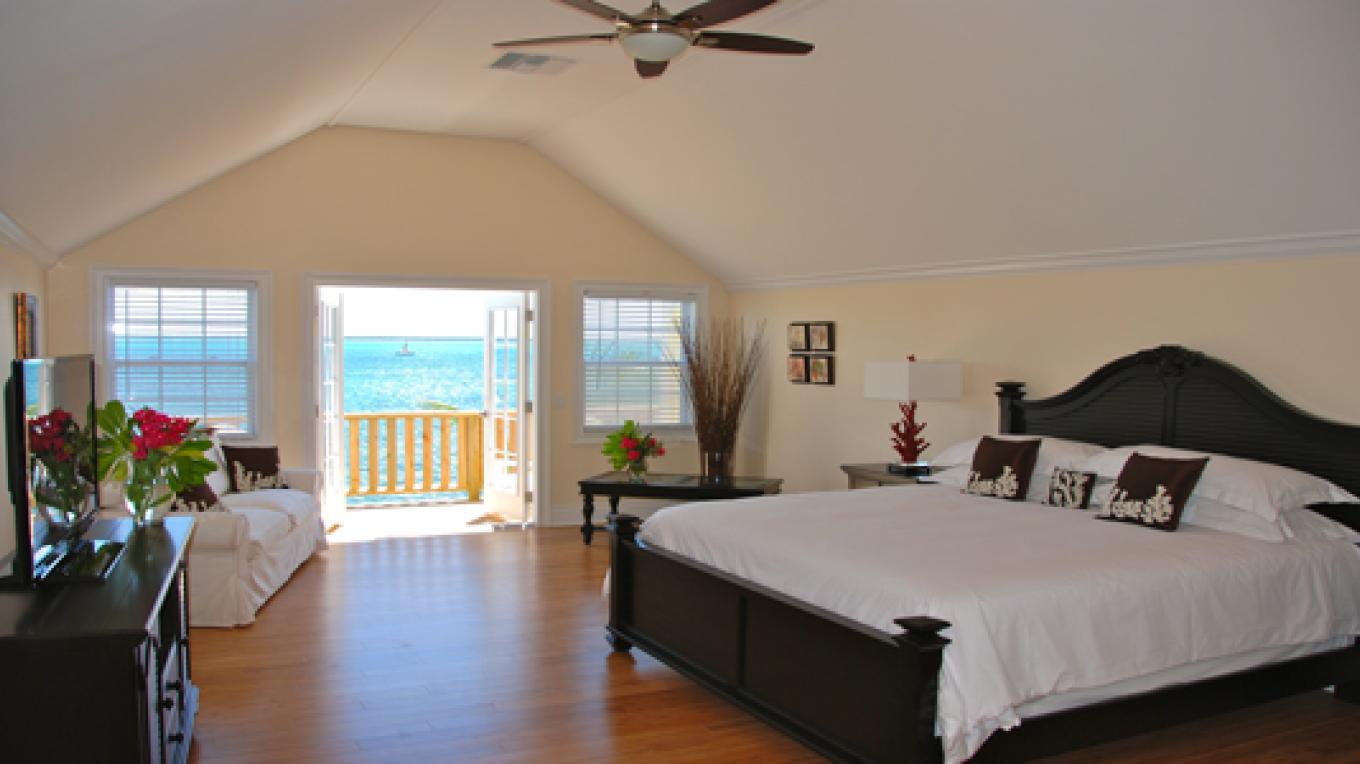A Luxury Upper Level Suite – Bluff House Resort & Marina