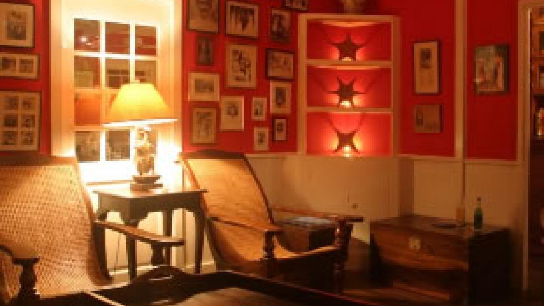 Bar Lounge – Cookie Kinkead