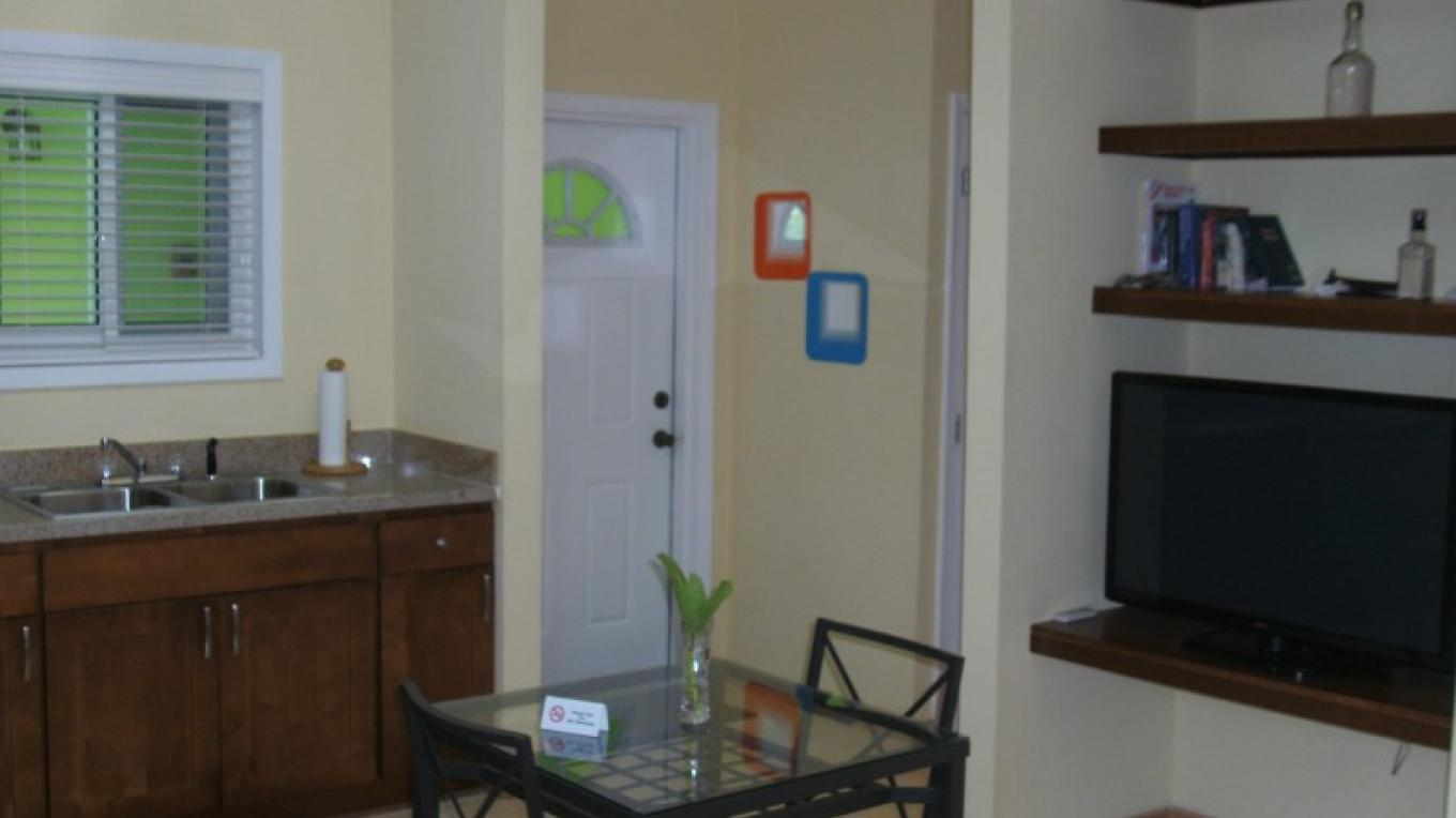 Dining Room - Sunflower Suite (1 bedroom/1 bath) – Arlene Clarke